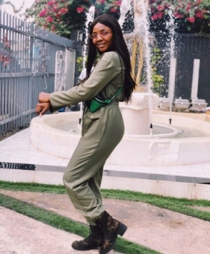 Simi Looks Adorable In New Outfit (Photos)